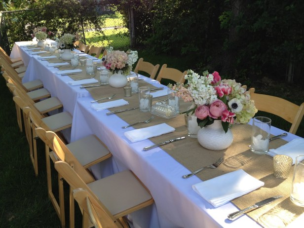 decoration-outdoor-long-garden-wedding-dining-table-with-white-fabric-cover-and-brown-burlap-runner-flower-centerpieces-plus-wood-folding-chairs-dinin_easy-outdoor-decorating-dinner-tabl
